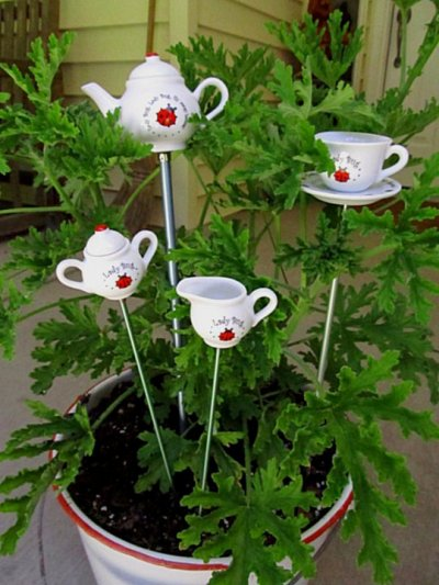 What To Do With Recycled Dishes And China In The Garden