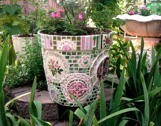 Beautiful mosaic pieces add texture and color to the garden.