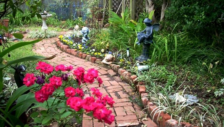 oh how we love a great garden path - Flower Garden Path