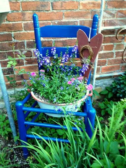 Perfectly Painted Garden Chairs Flea Market Gardening