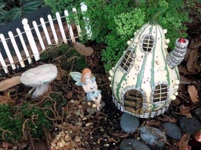 Debbie Fogal's gourd fairy house