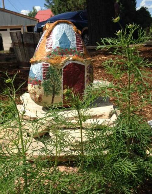 Jeannie Manzanares painted this clever fairy house