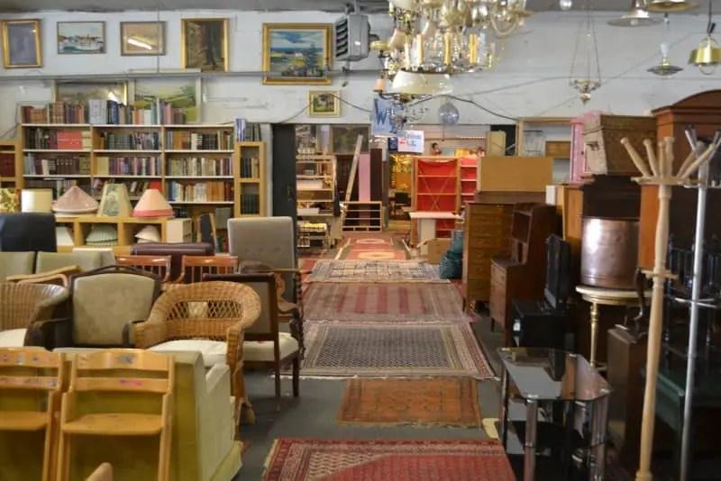 Den Blå Hal Antiques Market-005