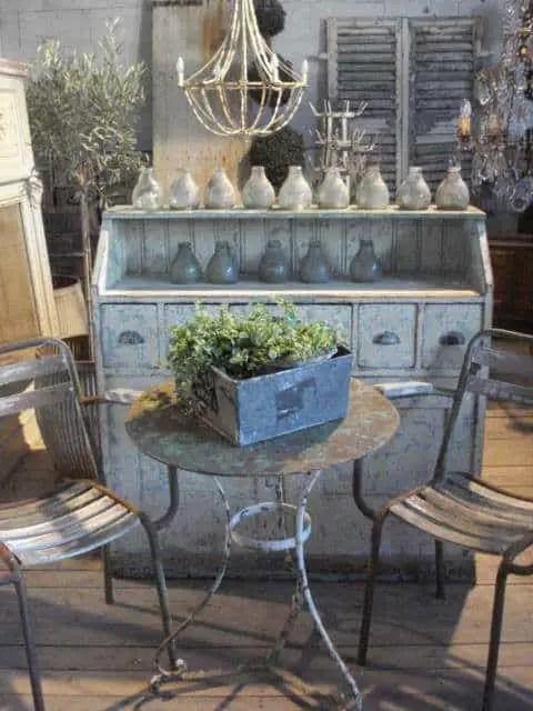 Elegant Vintage Garden Decor Ideas 008