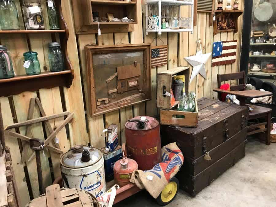 Persnickety Antique Mall and Flea Market © Persnickety Antique Mall and Flea Market Facebook