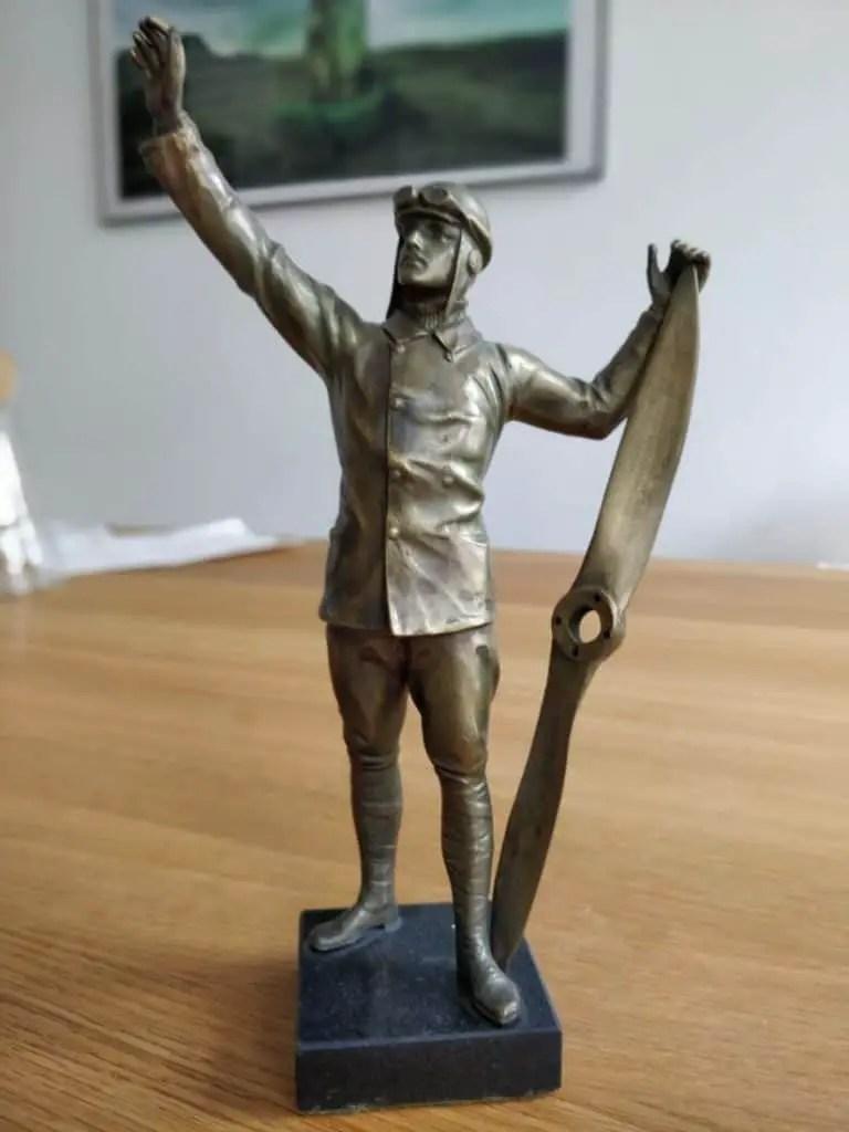 Art Deco bronze statue of a German WWI pilot with propeller 1