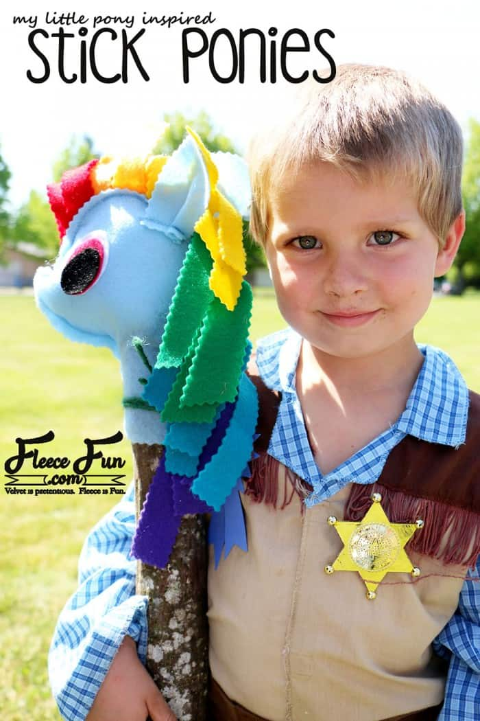 Oh my gosh!! I love the idea of making a my little pony stick pony! There's a free pattern and good step by step instructions too! Looks like a great Handmade gift!