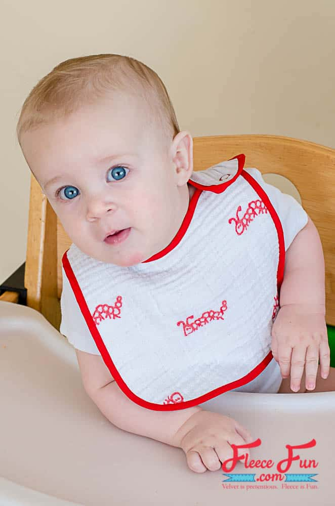 I love this sweet and easy to sew baby bib. This is a great diy gift idea for a mom to be. I love idea of soft washable bibs!