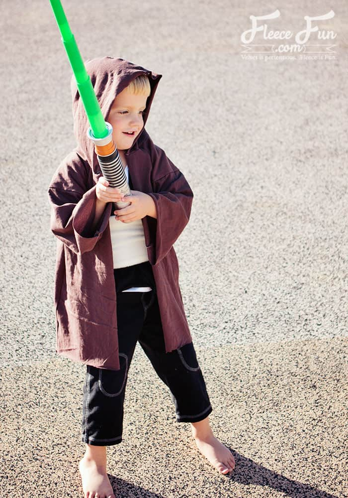 I love this easy to make DIY Jedi Knight inspired by Star Wars! This is perfect for dress up and Halloween. Love this easy to sew DIY idea.