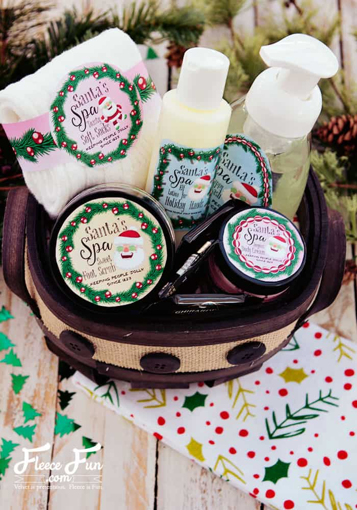 I love this holiday spa set! There are so many great handmade gift ideas. You can make sugar scrub, bath bombs, body cream, and soap. And there are so many free printables to make it look really cute!