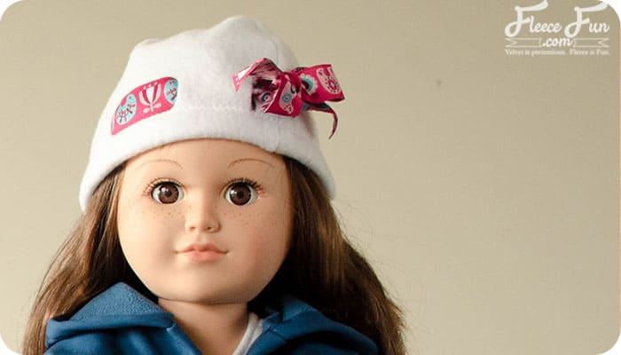 I love this 18 inch doll fleece hat free pattern and tutoiral. I love this sewign tutoiral and it's perfect for my little ones American Girl doll.