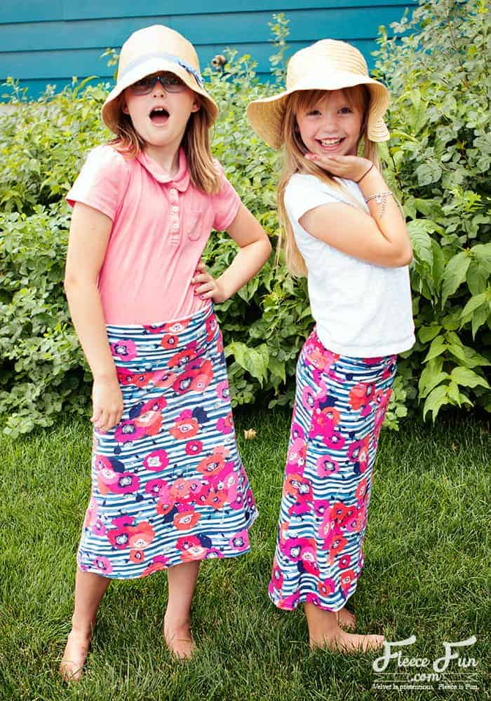 This free girls skirt pattern sews up easily and is beginner friendly. With clear step by step instructions and multiple sizes you can make a cute skirt that is comfortable for your tween. Girl sizes 7 to 14. Great sewing project.