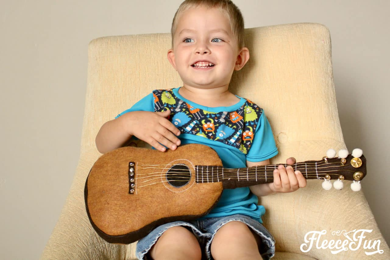This Fun Felt Guitar Softie Toy is the perfect addition to your little one's toy collection. With a vintage look, this free softie toy pattern make a perfect handmade gift. Easy to follow step by step pictures and instructions.