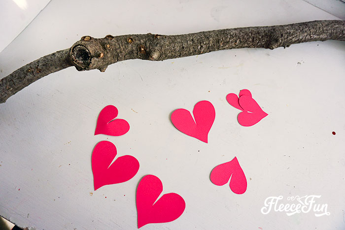 Perfect Valentine Decoration Ideas. This rustic heart branch is beautiful, simple and the step by step DIY comes with a free SVG cut file!