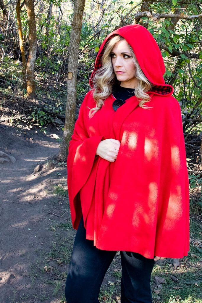 Will keep the chill from nipping, but not the wolves. This cape has a video tutorial with a FREE sewing pattern. It's only six steps - looks DIY easy! Love this fleece sewing Project - Red Riding Hood Cape Pattern. It's a great costume pattern that has a classic look. It can work for different costumes. Perfect for Halloween. I love how the sewing tutorial is geared for beginners. It's a great beginner sewing project.