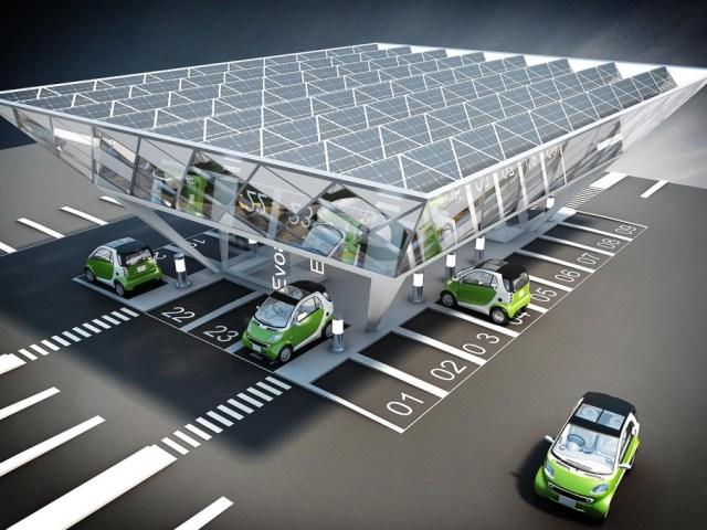 Auto Elettriche: Piano Enel, colonnine di ricarica nelle stazioni di servizio