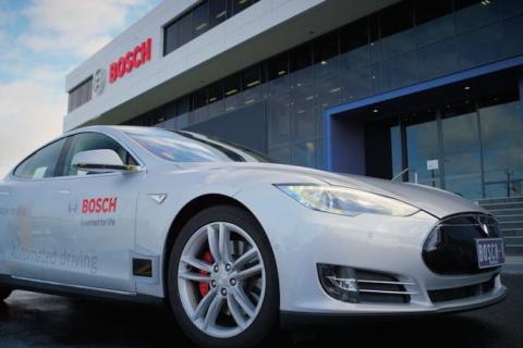 Tesla Model S: in 125 mila richiamate per problema bullone Bosch