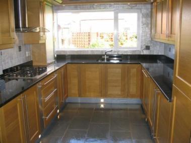 large_Rainhill-Merseyside-Picture-Shows-Solid-Wood-Oak-Shaker-Doo_0008