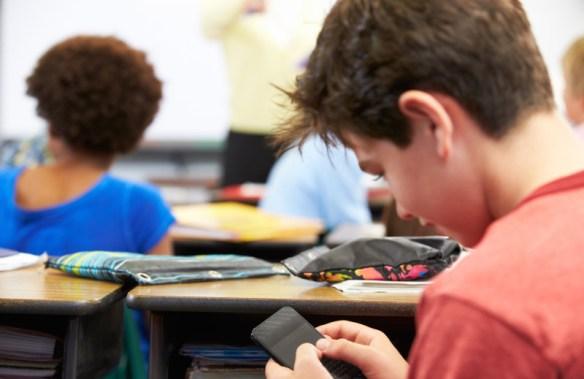 mobiltelefon i klassrummet