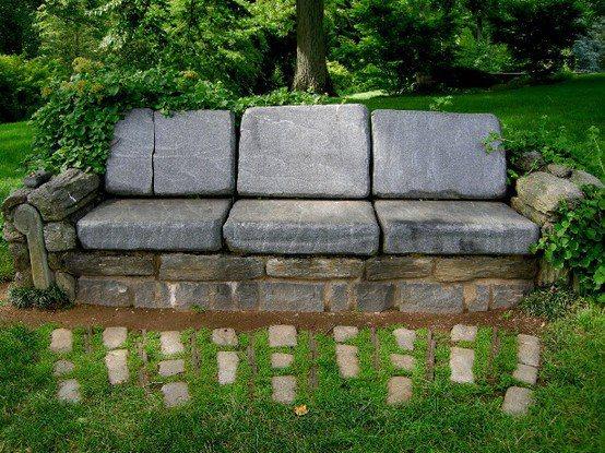 un canape en pierre pour le jardin
