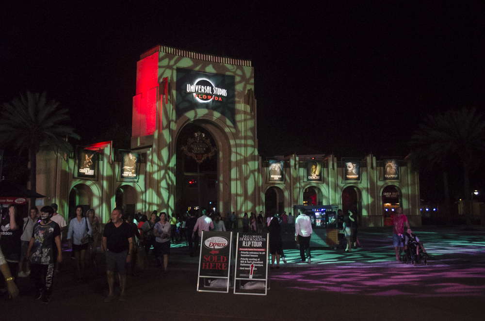 universal studios halloween horror nights entrance