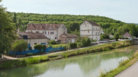 Le canal à Pont-de-Pany