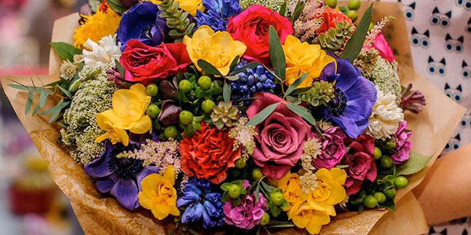 bouquet renoncules roses oeillets