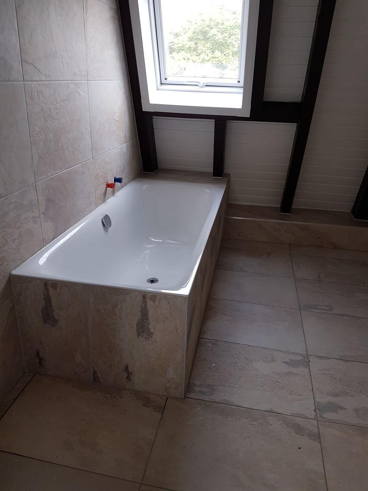 dachgeschoss-badewanne | die dachschräge nutzen