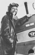 1930s Lores Bonney—first Australian woman to fly solo around Australia, to fly solo from Australia to England and to fly solo from Australia to South Africa. Irene Dean-Williams—first Australian woman to gain a commercial pilot's licence and also the first woman to fly a solo return trip from Perth to Sydney (National Pioneer Women's Hall of Fame, 2001) Photo: State Library of Queensland, 49962