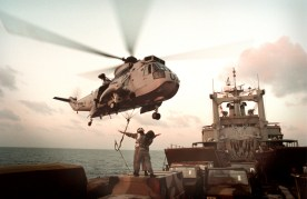 Sea King picking up stores from HMAS Tobruk