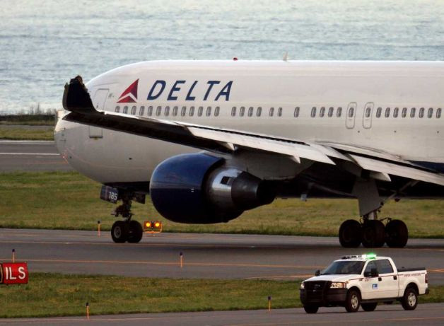 Delta Airlines Flight 266 Wingtip Damage