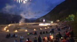 Alle bewundern das abschliesende Feuerwerk