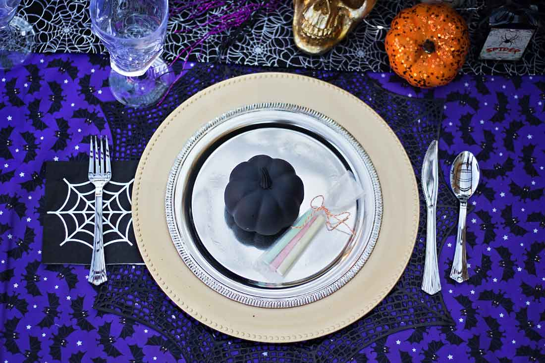 Cute tutorials and instructins for the Funnest Craveyard Halloween part ever!!!
