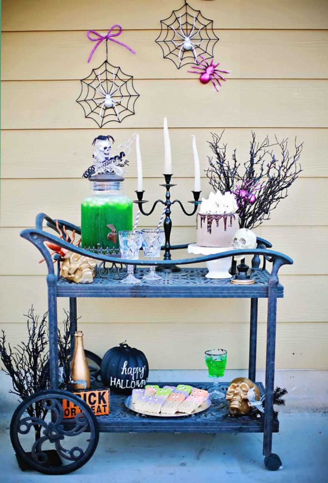 Awesome halloween food display by Flirting iwth Flavor