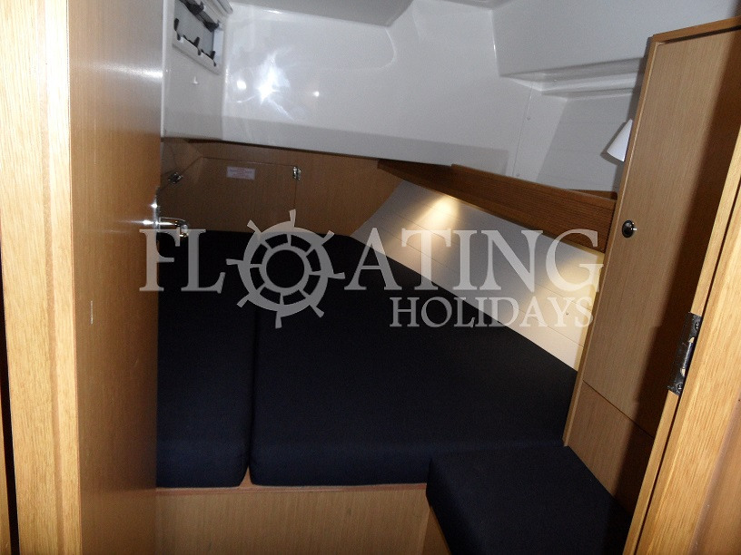 charter-boat-cabins-stern