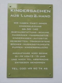 Schild neben der Tür