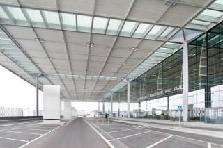 Gespenstische Ruhe am Terminal. (Foto: Alexander Obst/Marion Schmieding, Flughafen Berlin)