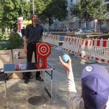 Politisch korrekte Schokokuss-Wurfmaschine bei der SPD