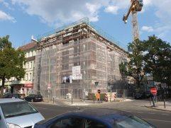 Platz 5: Der sommerliche Baustellenrundgang. Hier der Neubau an der Ecke Pradelstraße.