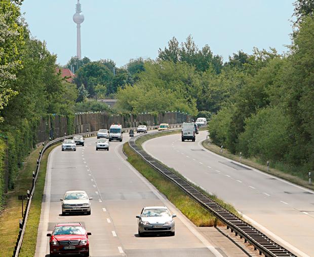 Die Fahrbahn der A114 ist auch ohne Hitze sanierungsbedürftig (Quelle: berlin.de)