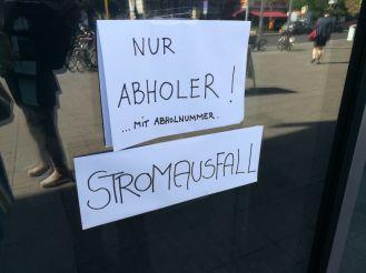 Die Berlin Apotheke halb geschlossen,