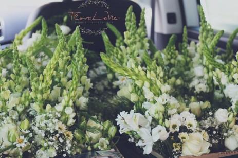 FloraLaVie auf dem Weg mit der natürlich gehaltenen Hochzeitsdekoration