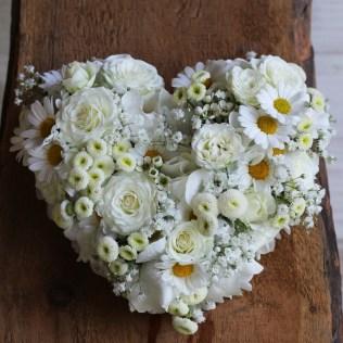 Herz als Ringkissen in weiß