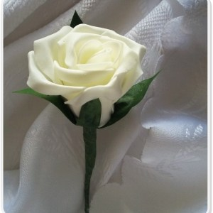 ivory rose buttonhole 1