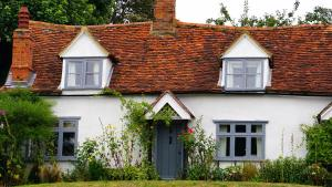 Choosing a House Name - photo of an old British country cottage