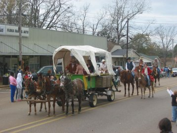 parade-wagon-les-childress-on-horse
