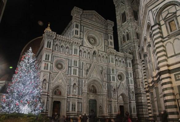 Christmas tree in Piazza del Duomo, Florence (Courtesy of Andrea Ristori, photographer)