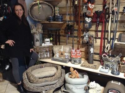 Jedoa Rodrigues at L'Arca del Masi, pet shop
