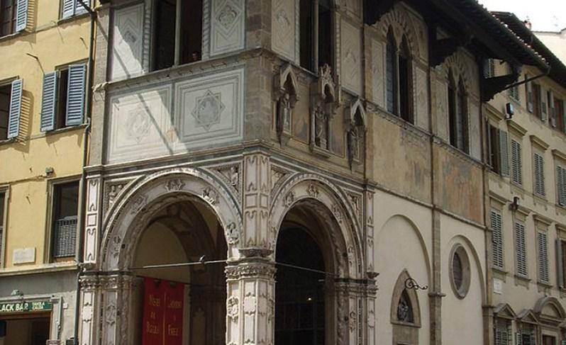 Loggia del Bigallo, in Piazza Duomo