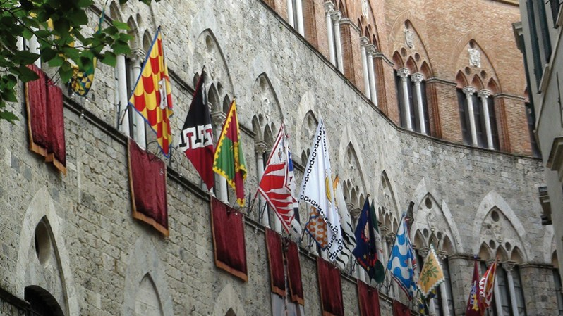 flags-442979_1920 (1)